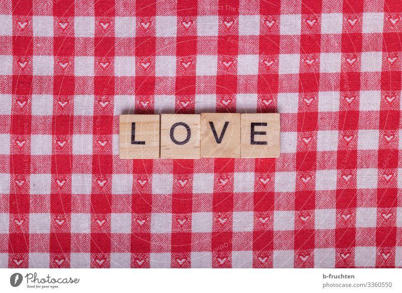 LOVE Buchstaben auf karierten Stoff Lifestyle Stil Valentinstag Muttertag Werbebranche Schriftzeichen wählen lesen rot Sympathie Freundschaft Liebe Romantik