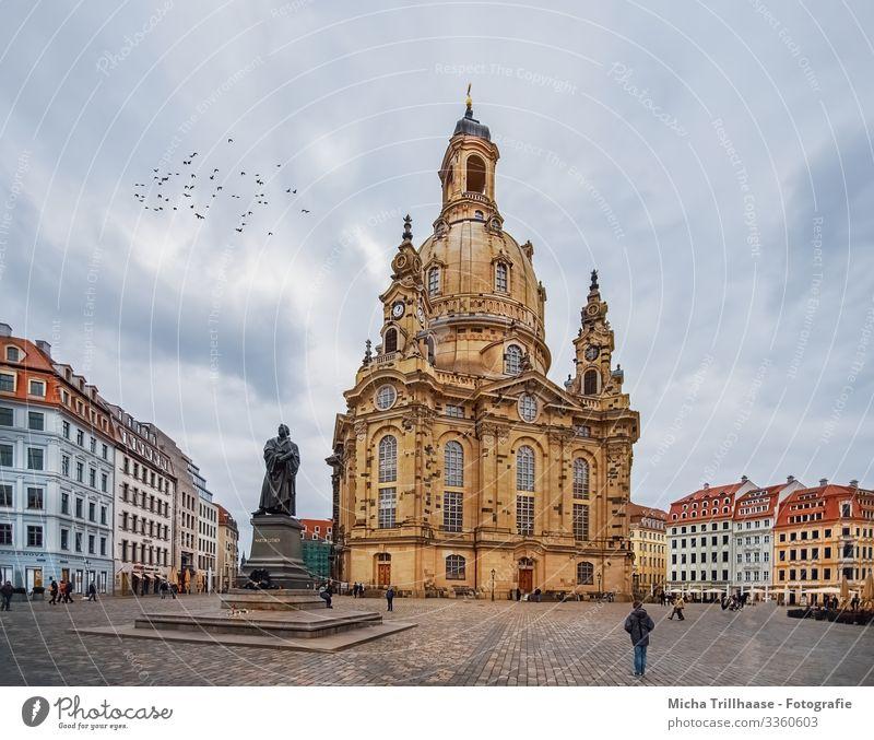 Blick auf die Frauenkirche Dresden Ferien & Urlaub & Reisen Tourismus Sightseeing Städtereise Himmel Wolken Deutschland Europa Stadt Stadtzentrum Altstadt