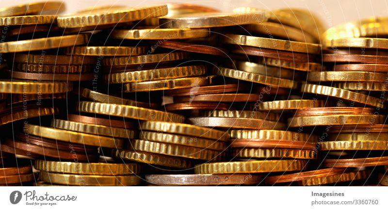 Panoramabild vieler Euro-Münzen. Vorderansicht der Euro-Währungsmünze. Münzen Hintergrund. Einkommen und Gewinn. Europäische Währung. Bankwesen, Wirtschaft, Geld sparen. Währung der Europäischen Union