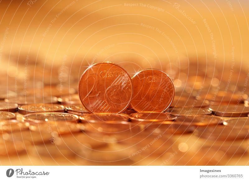 Abschaffung von 1/2 Cent Euro Münzen. Europäer für die Abschaffung von 1-Cent- und 2-Cent-Münzen. Euro-Währungsmünze. Münzen Hintergrund. Einkommen und Gewinn. Banking, Geld sparen