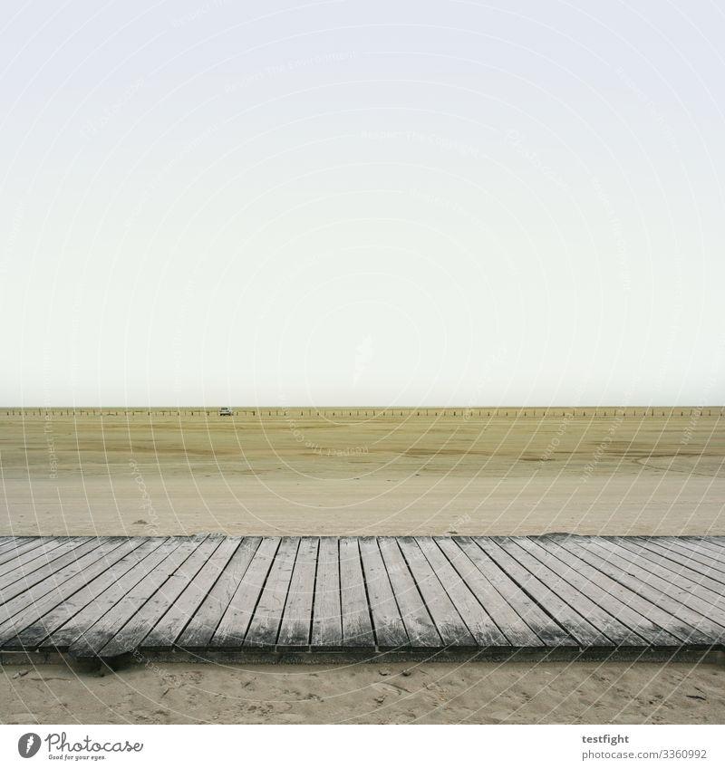 steg am watt strand nordsee wattenmeer natur fern weite minimalistisch ebbe sand schlick feucht grau menschen personen wetter klima klimawandel landschaft