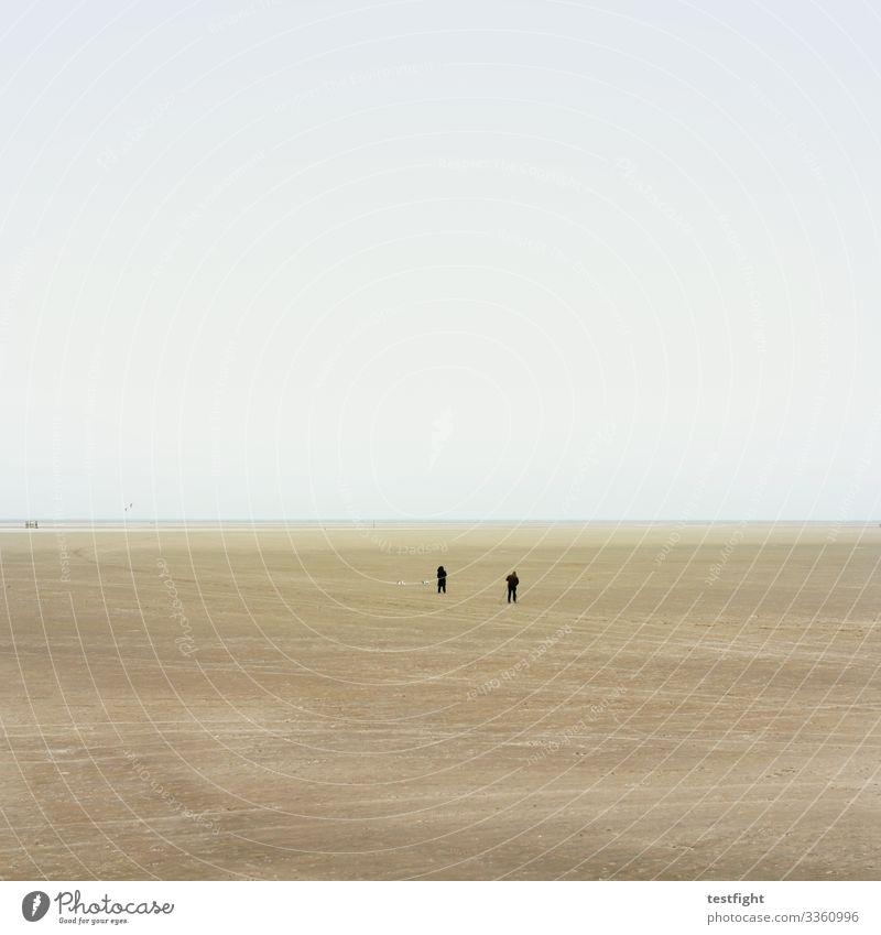weites land strand nordsee watt wattenmeer natur fern minimalistisch ebbe sand schlick feucht grau menschen personen wetter klima klimawandel landschaft