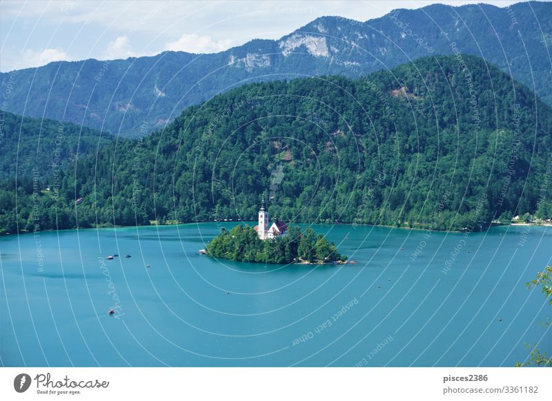 Traditional Pletna boats around Bled island on lake Bled Ferien & Urlaub & Reisen Sommer Strand Tower (Luftfahrt) dumm Religion & Glaube sky green water tourism