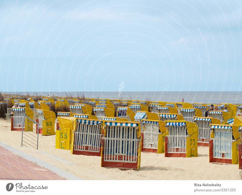 Standkörbe Ferien & Urlaub & Reisen blau rot Sonne Meer Erholung ruhig Strand gelb Frühling Küste Tourismus Freizeit & Hobby sitzen Lebensfreude genießen