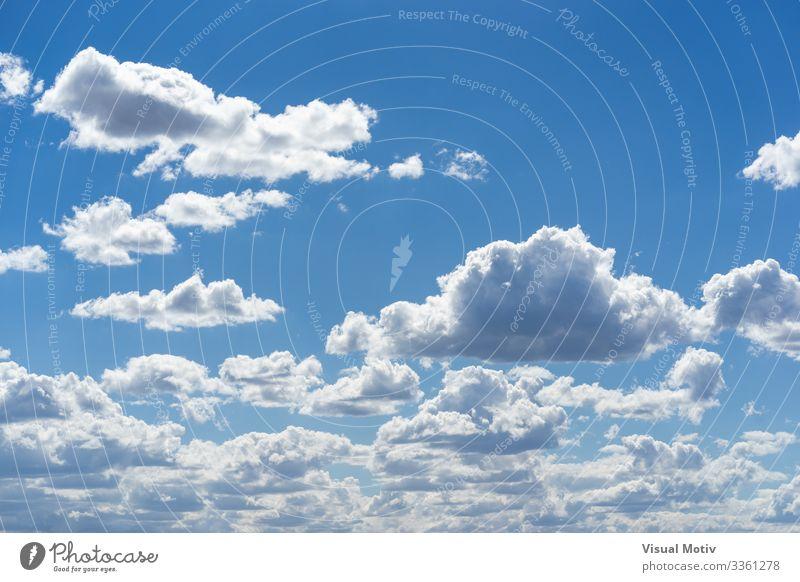 Schönwetter-Kumulus-Wolken schön Sommer Umwelt Natur Landschaft Himmel Klima Wetter hell natürlich blau weiß Farbe rein Air Blauer Himmel übersichtlich