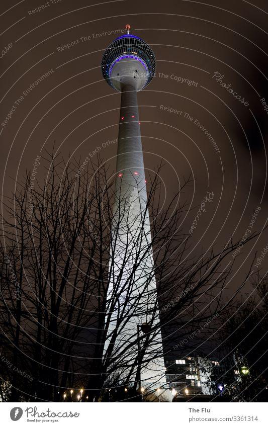 Ein Leuchten in dunkler Nacht Fortschritt Zukunft Fernsehen Himmel Wolken Nachthimmel Winter Düsseldorf Deutschland Stadt Menschenleer Turm Sehenswürdigkeit