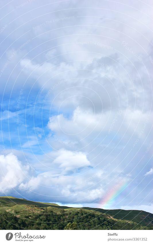 zwischen Himmel und Erde Umwelt Natur Landschaft Wolken Sonnenlicht Sommer Schönes Wetter Hügel Schottland Großbritannien Europa Nordeuropa leuchten natürlich