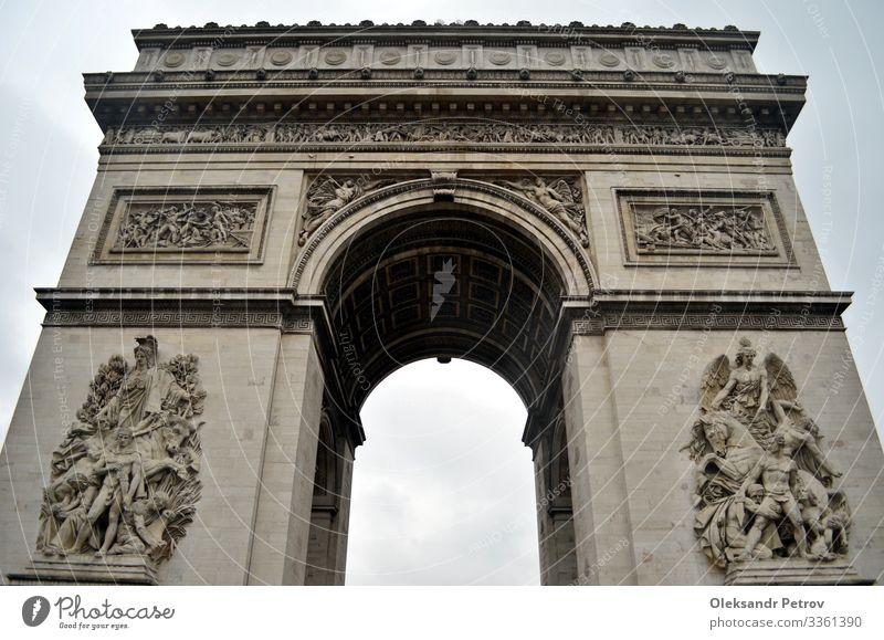 Arc de Triomphe in Paris an einem regnerischen Tag Ferien & Urlaub & Reisen Tourismus Gebäude Architektur Denkmal historisch Bogen Triumph Französisch