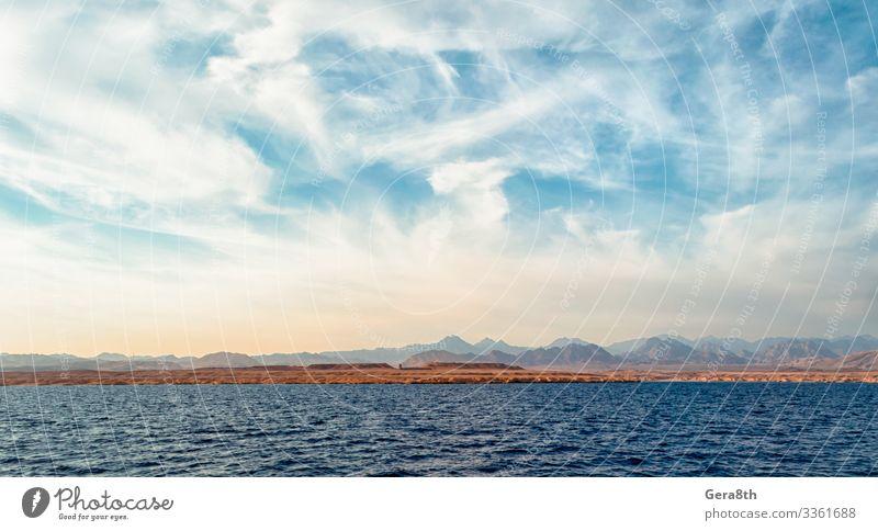 felsige Küste des Roten Meeres und blauer Himmel mit Wolken exotisch Ferien & Urlaub & Reisen Tourismus Ausflug Sommer Natur Landschaft Sand Horizont Klima