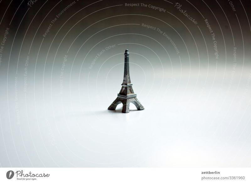 Eiffelturm Tour d'Eiffel Erinnerung Nachbildung Paris Souvenir Spielzeug Turm Wahrzeichen Kunststoff Gummi vervielfältigen Menschenleer Textfreiraum