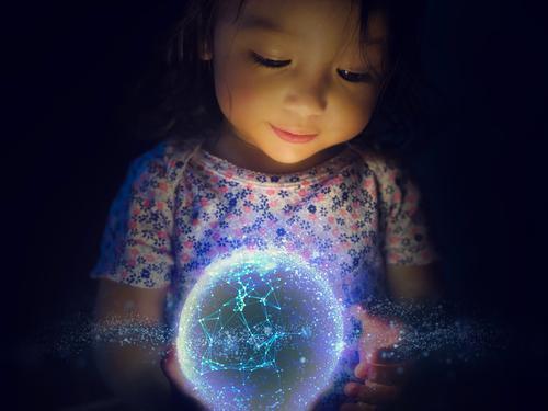 Moderne Wissenschaft und Technologie beginnt mit der Kreativität eines Kindes Wissenschaften Fortschritt Zukunft High-Tech Informationstechnologie Internet