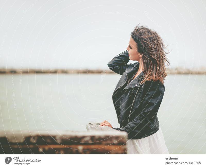 Nachdenkliche junge Frau Lifestyle elegant Stil schön Ferien & Urlaub & Reisen Freiheit Sommer Strand Meer Mensch feminin Junge Frau Jugendliche Erwachsene 1