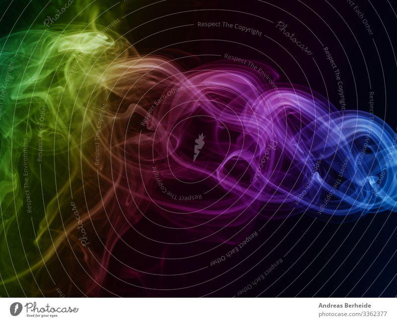 Abstrakter regenbogenfarbiger Rauch auf Schwarz Regenbogen grün gelb elegant Hintergrund Formular Detailaufnahme Aroma langsam Wissenschaft Nebel Entsetzen