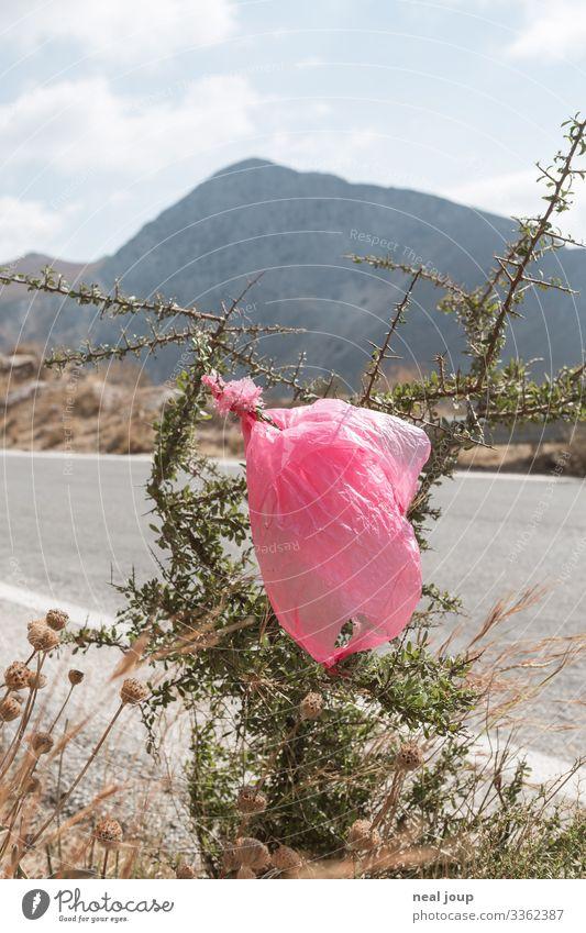 Elegantly wasted -I- Reichtum Umwelt Natur Sträucher Berge u. Gebirge Verpackung Kunststoffverpackung Plastiktüte Müll trashig trist ignorant Hemmungslosigkeit