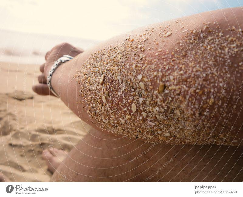 Strandpause Ferien & Urlaub & Reisen Tourismus Ausflug Abenteuer Ferne Freiheit Sommer Sommerurlaub Sonnenbad Meer Wellen Uhr Mensch maskulin Mann Erwachsene