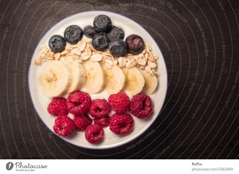 gesundes Frühstück Lebensmittel Frucht Getreide Dessert Süßwaren Blaubeere Ernährung Essen Bioprodukte Vegetarische Ernährung Diät Beeren Banane Zerealien