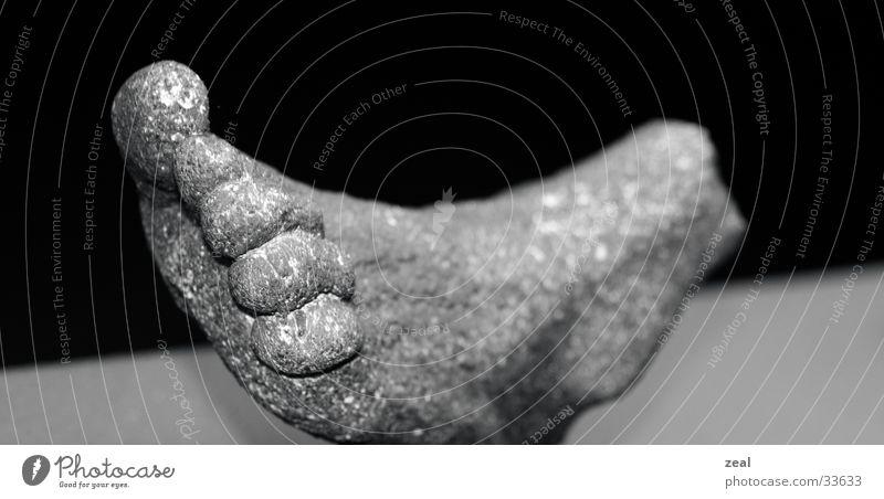 stone foot Kunst Ausstellung
