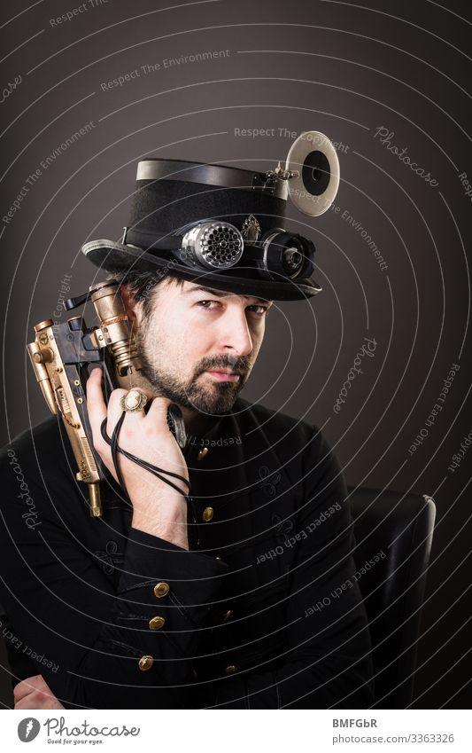 Steam punkt Bond Lifestyle Stil Freizeit & Hobby Mensch maskulin Mann Erwachsene 1 30-45 Jahre Kunst Subkultur Steampunk Mode Bekleidung Brille Hut Waffe