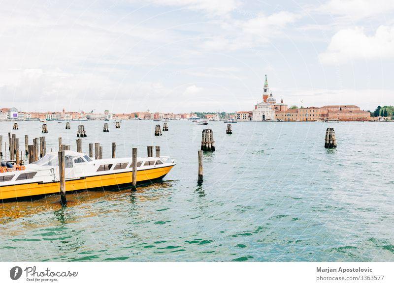 Blick auf den Kanal in der Stadt Venedig, Italien Ferien & Urlaub & Reisen Tourismus Sightseeing Städtereise Wasser Frühling Sommer Canal Grande Europa Dom