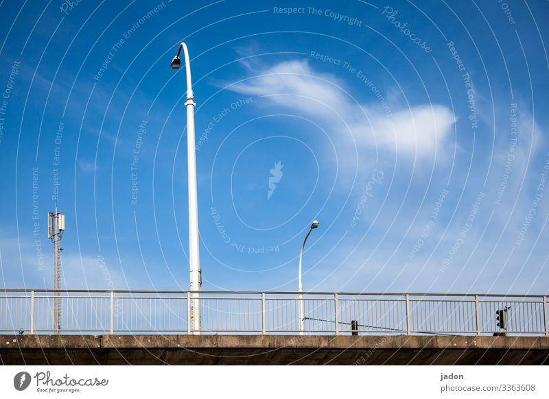 brückenbetrachtung. elegant Energiewirtschaft Umwelt Himmel Wolken Schönes Wetter Stadt Menschenleer Brücke Bauwerk Architektur Straße Wege & Pfade Hochstraße