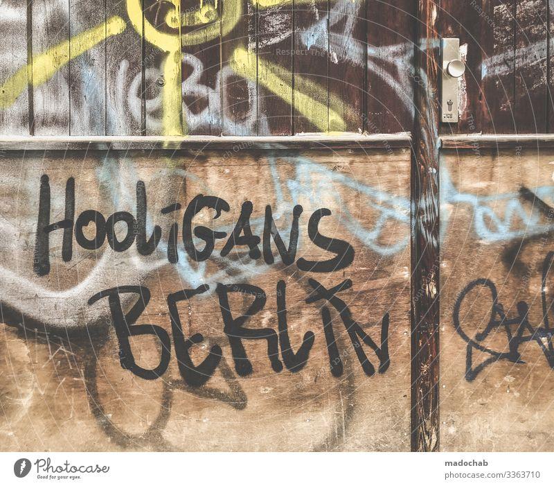 Hooligans Berlin - Graffiti Schmiererei Tags Kunst Schrift vanalismus Wand Schriftzeichen Buchstaben Jugendkultur Kultur Typographie Menschenleer Wort Text