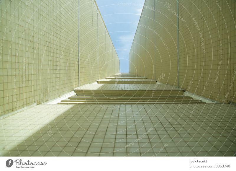 Klimawandel, Ecke mit Licht und Schatten Mietshaus Architektur Fassade Wand trist Kacheln Lichtstreifen Gebäude eckig Wohnhochhaus Lichteinfall Gedeckte Farben