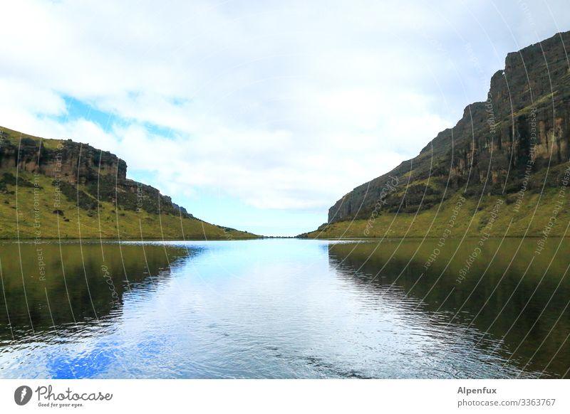 schmaler Grat Umwelt Natur Landschaft Wasser Himmel Wolken Klima Wetter Hügel Felsen Berge u. Gebirge Schlucht See Bach dunkel nass Abenteuer Zufriedenheit