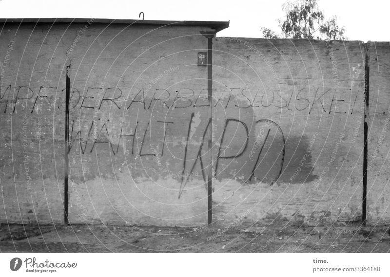Zeitgeschichte   Große Pläne 1975 Wand Mauer Grafitti KPD Wahlen stahlträger gemalt politik partei grau urban bürgersteig