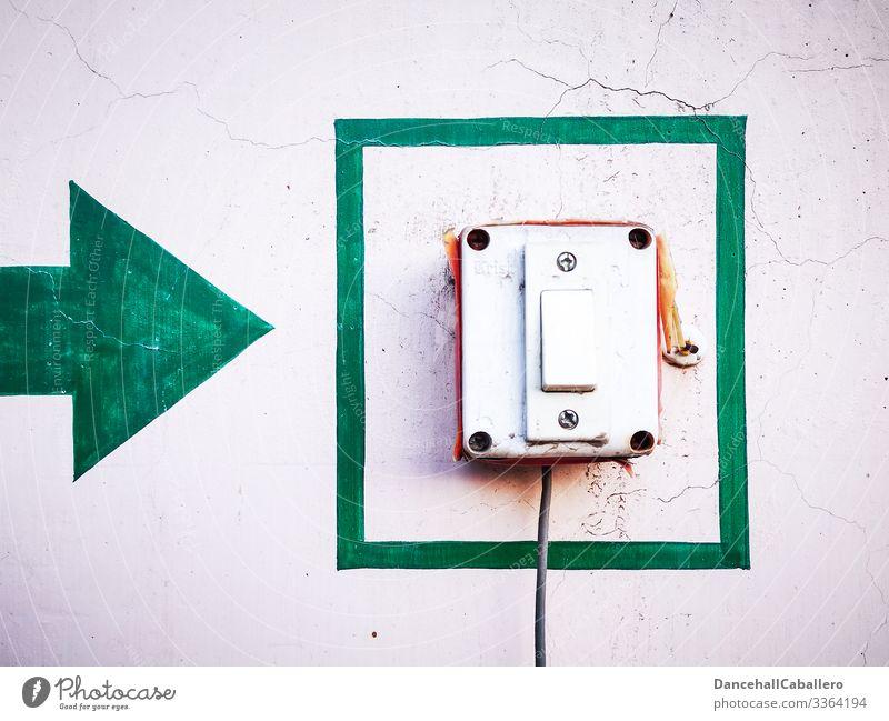 Pfeil der auf einen Schalter zeigt Klingel Anschluss Hinweis Technik & Technologie Knopf Leitung Kabel Richtung Elektrisches Gerät Verbindung Elektrizität