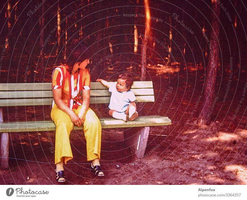 Magentakindheit Mensch maskulin feminin Kleinkind Junge Frau Erwachsene Eltern Familie & Verwandtschaft Kindheit Umwelt Natur Baum Wald sprechen sitzen Glück