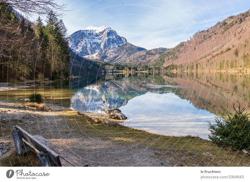 Gebirgssee im Salzkammergut Berge u. Gebirge wandern Umwelt Natur Landschaft Herbst Winter Schönes Wetter Felsen Alpen Schneebedeckte Gipfel Seeufer genießen