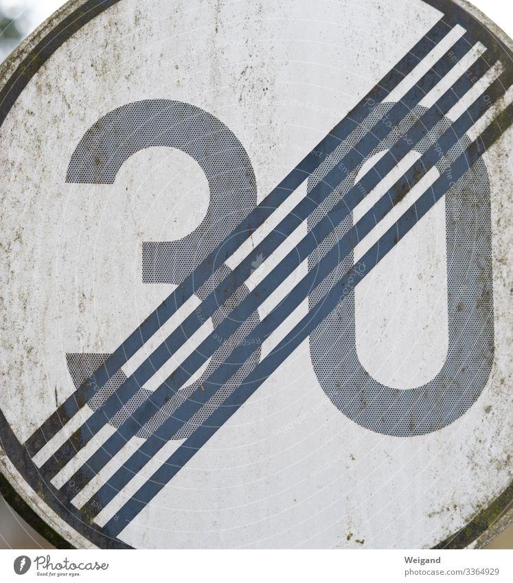 Tempolimit Baustelle Wirtschaft Verkehr Verkehrswege Autofahren Straße Verkehrszeichen Verkehrsschild grau Geschwindigkeit Geburtstag Schilder & Markierungen 30