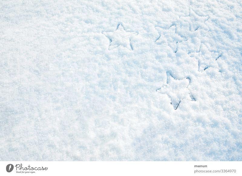 Schneesterne als Abdruck im Schnee Sterne Eis kalt weiß blau gefroren Winter Frost frieren Natur Außenaufnahme weihnachtlich adventszeit Advent