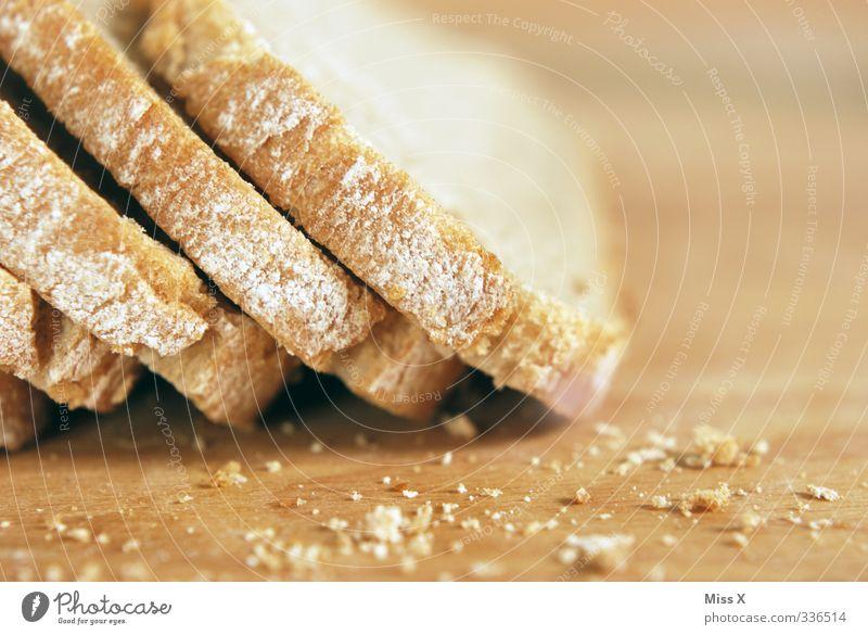 Brot Lebensmittel Teigwaren Backwaren Ernährung Abendessen frisch lecker Brotscheibe Krümel Farbfoto Nahaufnahme Menschenleer Textfreiraum rechts