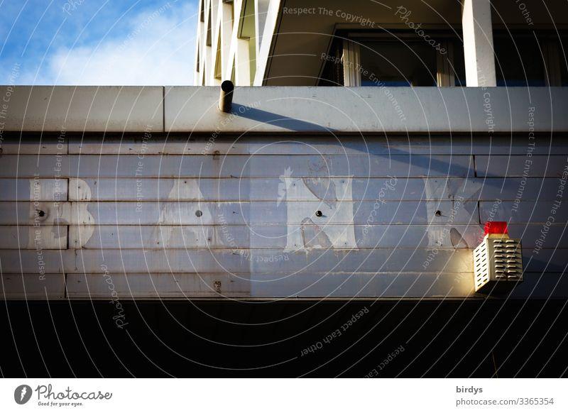 Bankenkrise Kapitalwirtschaft Geldinstitut Bankgebäude Fassade Alarmanlage Schriftzeichen authentisch kaputt Stadt blau grau rot Zukunftsangst Gier Übermut