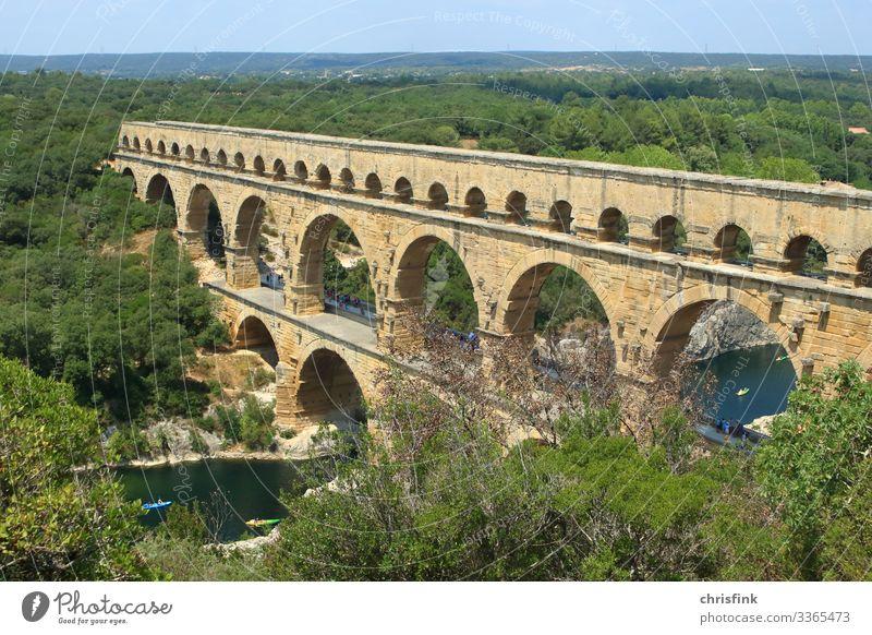 Pont du Gard Außenaufnahme mehrfarbig Rom Frankreich Provence Farbfoto antik Aquädukt römischer Aquädukt ästhetisch Felsen Fluss Brücke Schwimmen & Baden