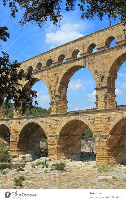 Pont du Gard Freizeit & Hobby Kunst Kunstwerk Gemälde Architektur Umwelt Landschaft Felsen Fluss Brücke Schwimmen & Baden alt ästhetisch römischer Aquädukt
