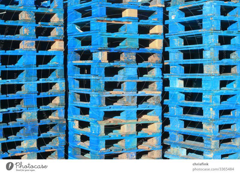 Blaue Euro-Paletten gestapelt Lifestyle Wirtschaft Industrie Handel Güterverkehr & Logistik Dienstleistungsgewerbe Mittelstand Technik & Technologie Verkehr