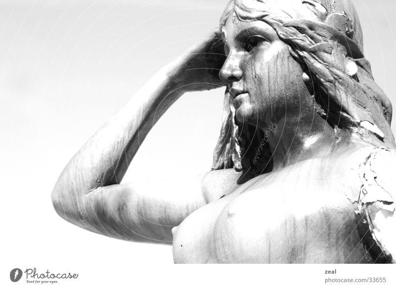 ::.. watching u ..:: Statue Blick High Key Handwerk Frau Porträt alt