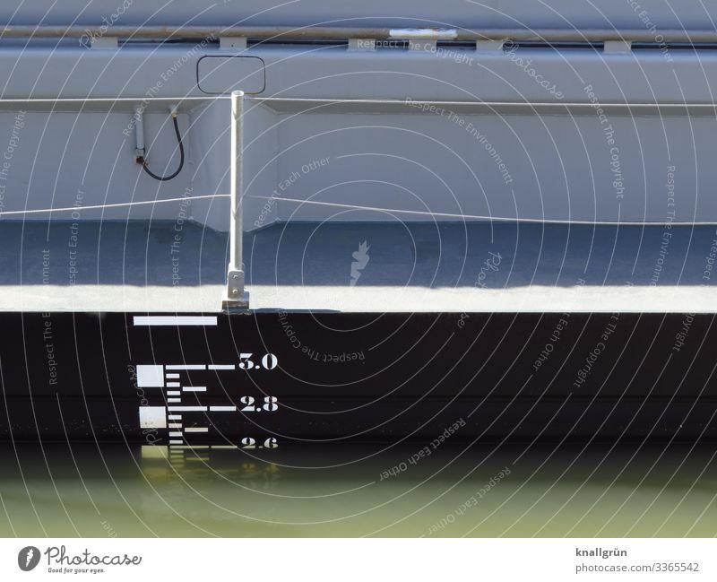 3.0 Schifffahrt Binnenschifffahrt Hafen Reling Wasserstand Ziffern & Zahlen Kommunizieren Schwimmen & Baden grau schwarz weiß Schilder & Markierungen