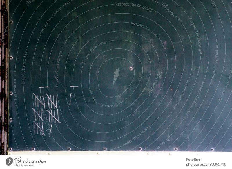 Tafel Holz braun grau weiß Schule Schilder & Markierungen Linie Farbfoto Gedeckte Farben Innenaufnahme Detailaufnahme Menschenleer Textfreiraum links