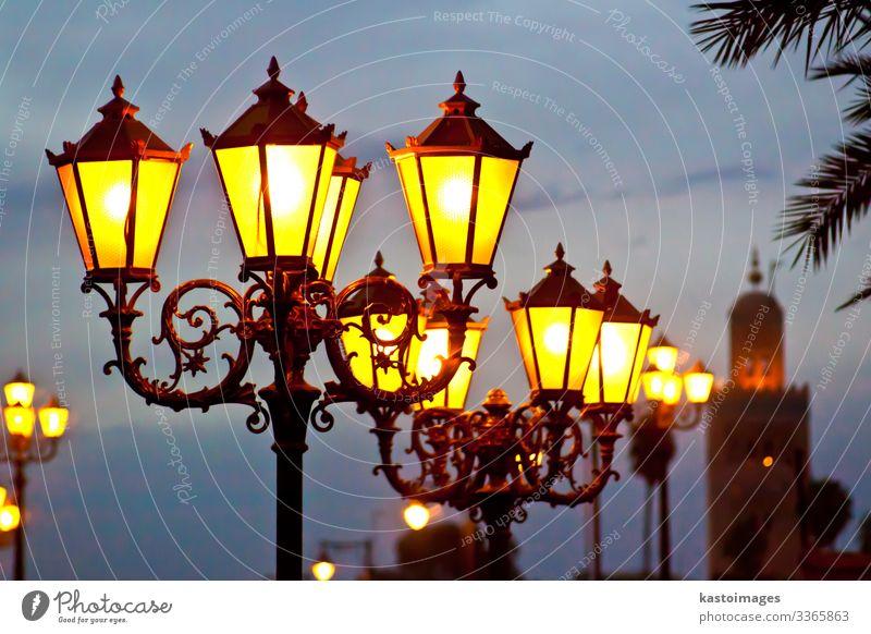 Straßenbeleuchtung in Marrakesch Design Ferien & Urlaub & Reisen Tourismus Ausflug Kultur Himmel Platz Gebäude Architektur alt hoch retro blau gelb