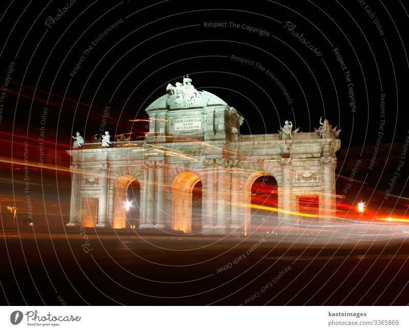 Puerta de Alcala, Madrid, Spanien bei Nacht. Ferien & Urlaub & Reisen Tourismus Kunst Himmel Gebäude Architektur Denkmal Verkehr Straße PKW Stein alt historisch