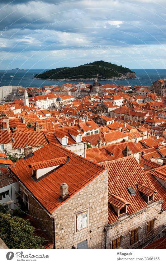 Dubrovnik Altstadt Rote Dächer Ferien & Urlaub & Reisen Meer Insel Haus Kultur Stadt Gebäude Architektur historisch oben rot Kroatien Großstadt Wahrzeichen