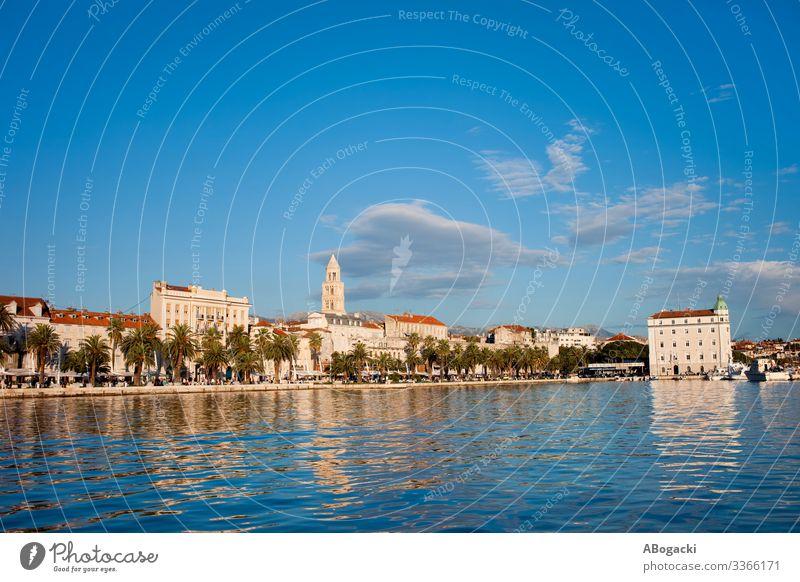 Die Skyline der Stadt Split in Kroatien Ferien & Urlaub & Reisen Tourismus Meer Haus Küste Gebäude Architektur alt historisch blau Turm Großstadt Wahrzeichen