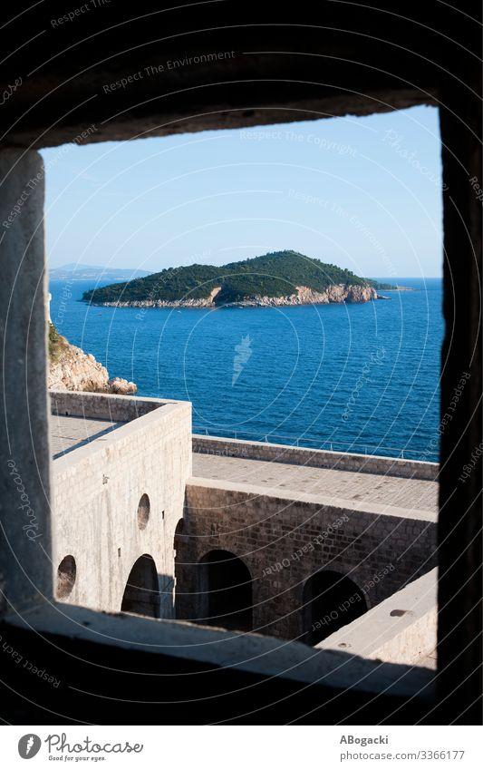 Die Insel Lokrum vom Fort Lovrijenac in Kroatien Ferien & Urlaub & Reisen Sightseeing Meer Natur Landschaft Burg oder Schloss Bauwerk Gebäude Architektur