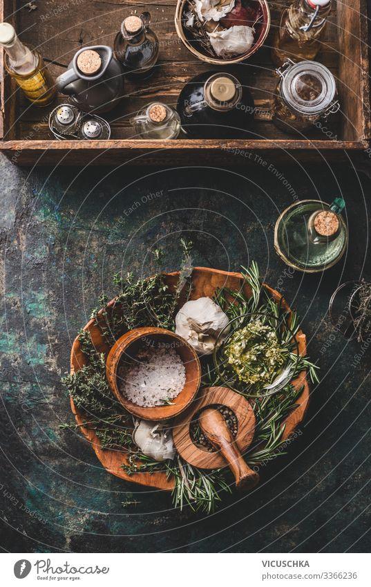 Küchenkräuter und Gewürze für leckeres Kochen Lebensmittel Kräuter & Gewürze Öl Ernährung Bioprodukte Vegetarische Ernährung Diät Geschirr Stil