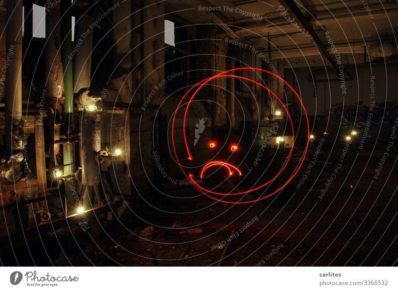 Altes aus dem Keller I Industrie Industriefotografie Verfall Conti Hannover Demontage Lichtmalerei rot Taschenlampe Abenteuer lost places Strichmännchen Smiley