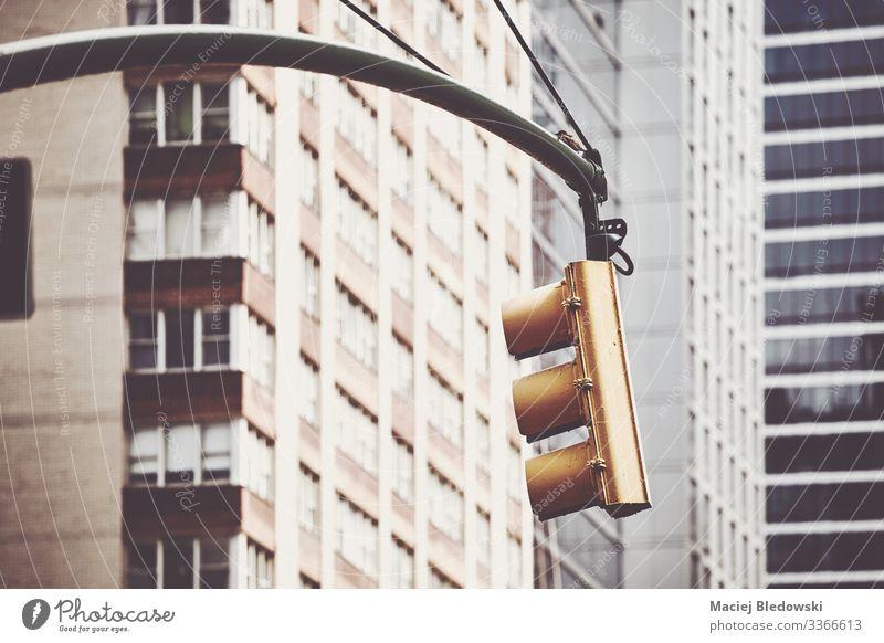 Ampel in New York City, USA. Ferien & Urlaub & Reisen Sightseeing Städtereise Kleinstadt Stadt Gebäude Mauer Wand Verkehr Straße retro Sicherheit Schutz