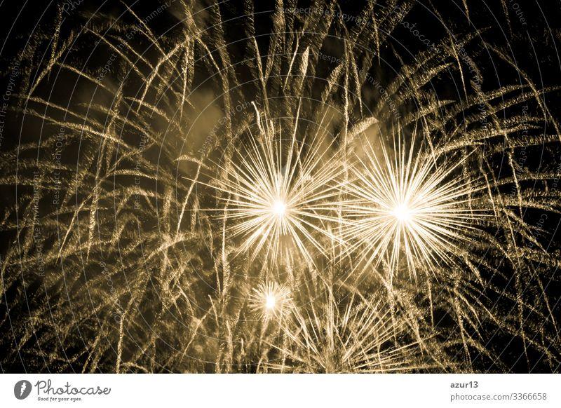 Luxus-Feuerwerk-Veranstaltung Himmelsshow mit gelben Urknallsternen Reichtum Stern Entertainment zeigen Party Stadtfest Nachtleben Pyrotechnik Zauberei u. Magie